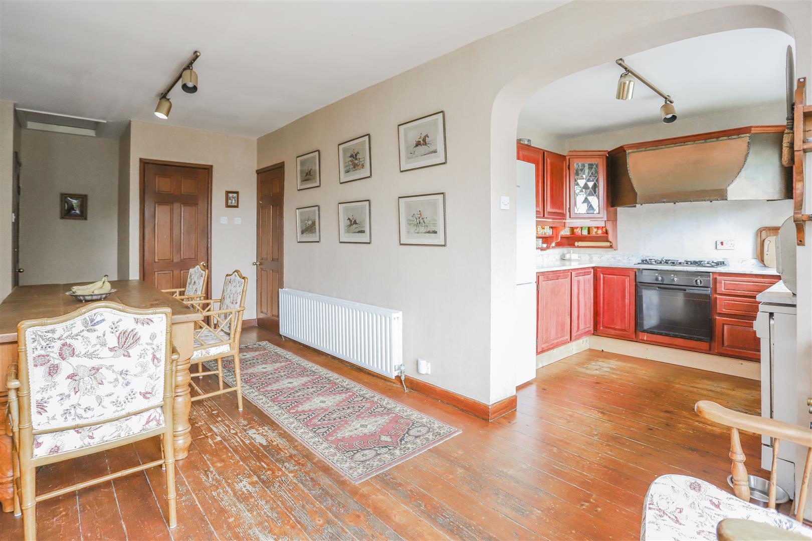 5 Bedroom Detached House For Sale - 3.JPG
